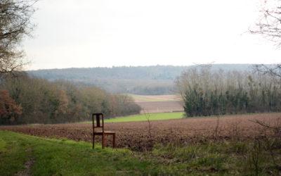 Une chaise dans le paysage
