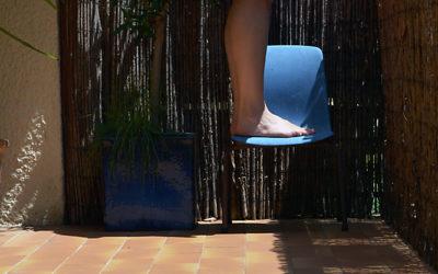 chaises dans les oliviers